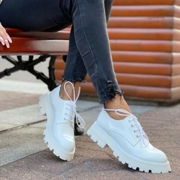 Лоферы Alexander McQueen на шнуровке белые