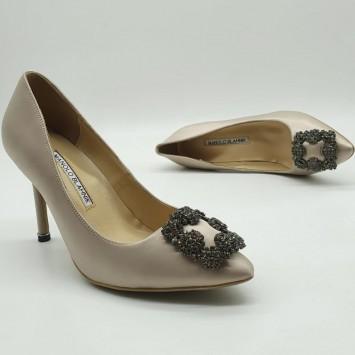 Туфли лодочки бежевого цвета  Manolo Blahnik туфли Hangisi 100 с пряжками