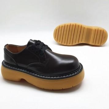 Ботинки коричневые с массивной бежевой подошвой Bottega Veneta The Bounce